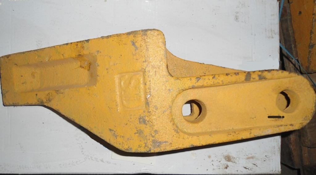 Зуб ковша правый LW300F 250900263